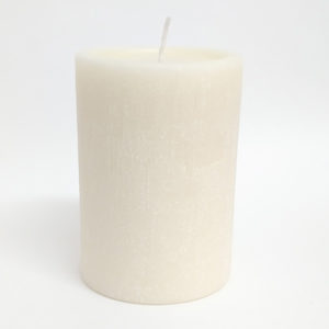 Vela pilar marfim acabamento rústico – Ref. 3077